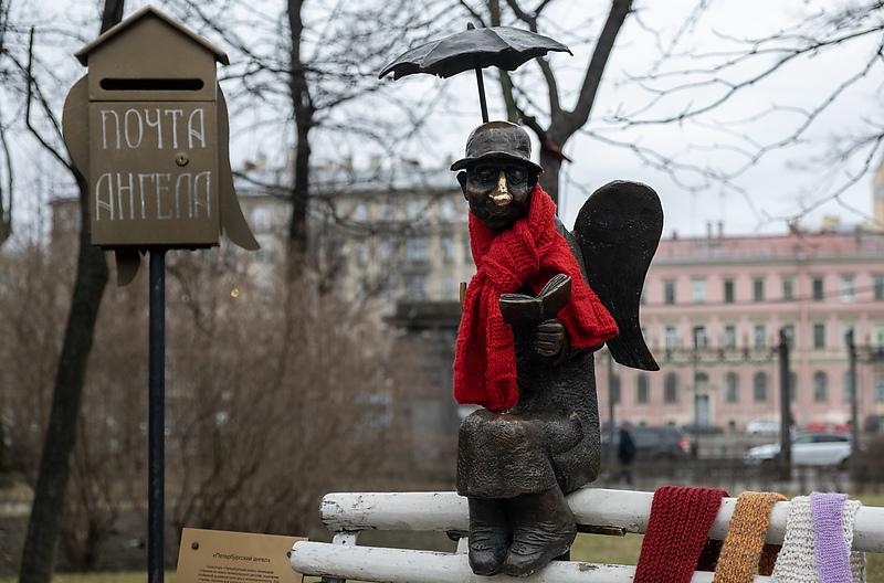 Скульптура «Петербургский ангел» в Измайловском саду