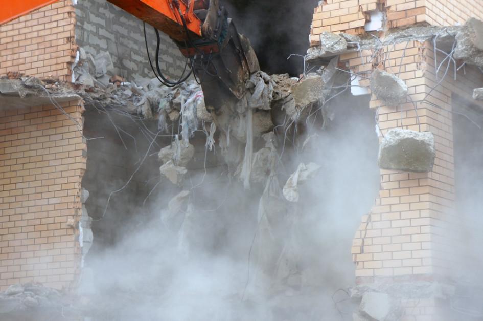 Стоимость сноса - 2,2 млн рублей - ляжет на плечи владельца здания