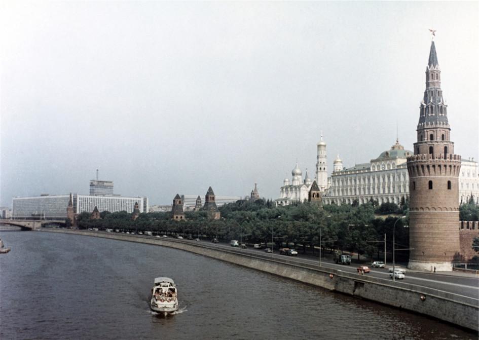 Гранитные набережные на некоторых участках Москвы-реки в столице - это советское наследие, которое сегодня нужно переосмыслить и по возможности развить