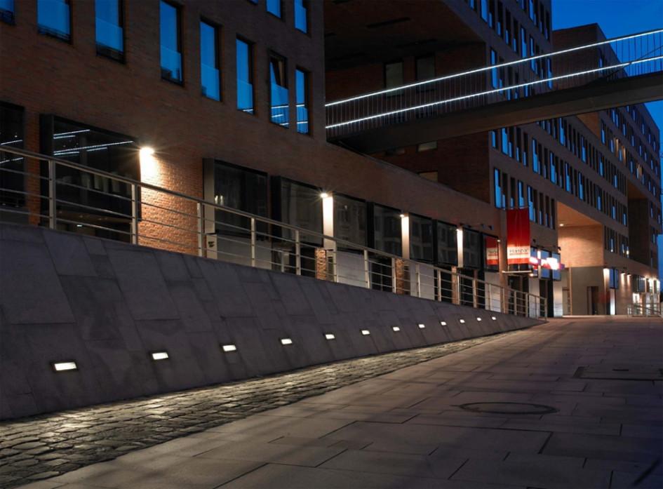 Использование приемов архитектурного освещения для направления движения пешеходов
