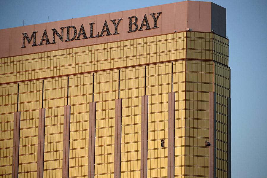 ГостиницаMandalay Bay в Лас-Вегасе, из которой вел огонь Стивен Пэддок