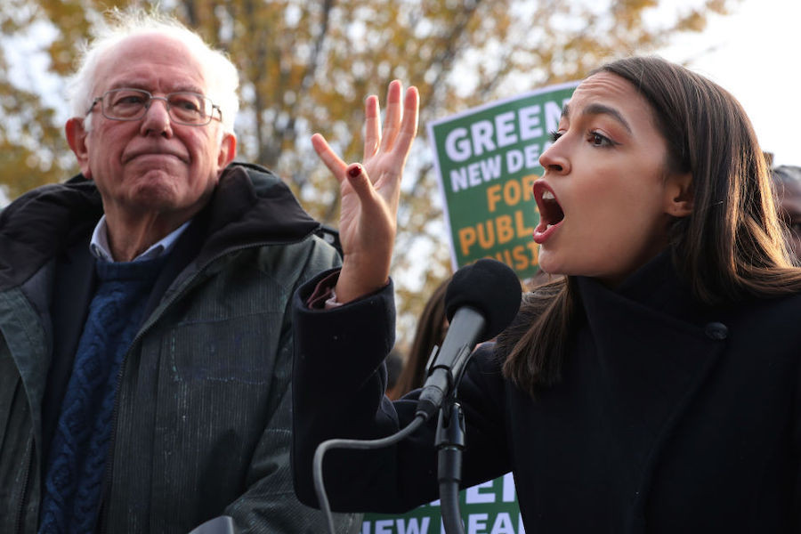 Александрия Окасио-Кортес и экс-кандидат в президенты США сенатор Берни Сандерс (слева)