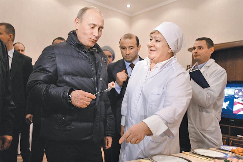 В 2010 году «Евродон» посетил Владимир Путин, в то время занимавший пост премьер-министра. По словам Ванеева, перед визитом рядом с заводом за одну ночь построили три вертолетные площадки. Когда Ванеев рассказал об этом Путину, тот ответил: «Они тебе еще пригодятся». Информацию о том, что Путин помог решить проблемы, возникшие у «Евродона» в начале этого года, Ванеев не комментирует. На фото: Путин (слева) и Ванеев (в центре) на «Евродоне»