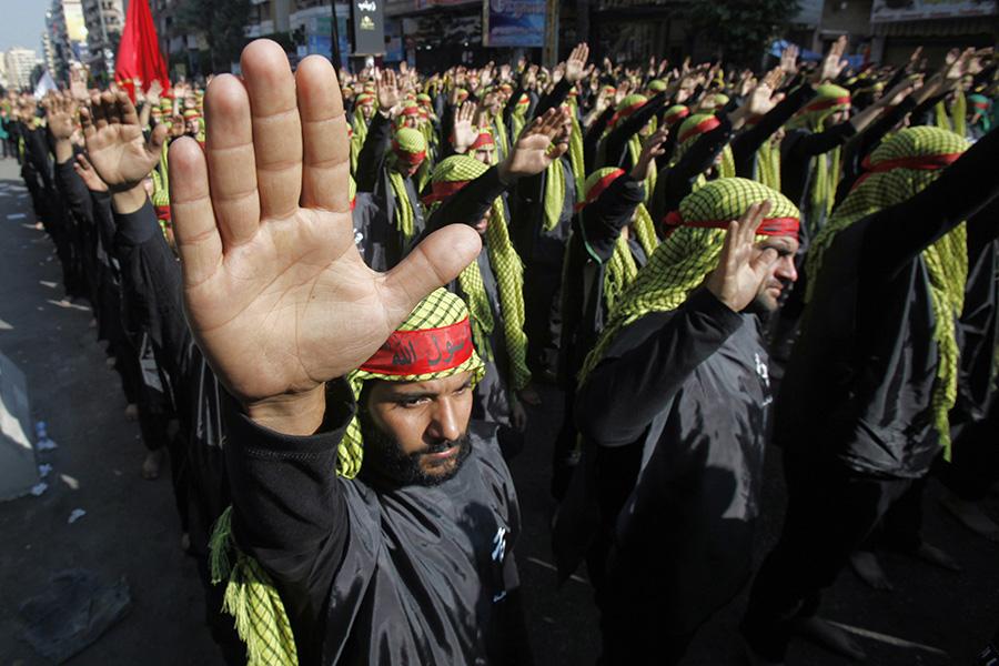 Акция сторонников организации «Хезболла» в пригороде Бейрута. 14 ноября 2013 года