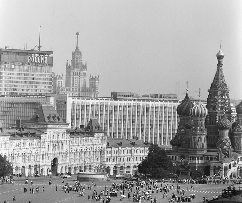 Вид на Красную площадь и гостиницу «Россия». 1985 год