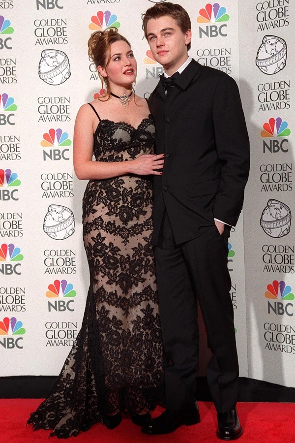 Кейт Уинслет и Леонардо Ди Каприо на церемонии вручения премии «Золотой глобус» 1998 года, где фильм «Титаник» был удостоен нескольких наград