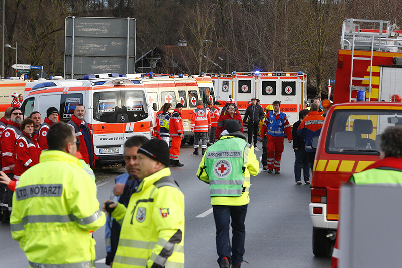 Спасатели наместе столкновения двух пассажирских поездов