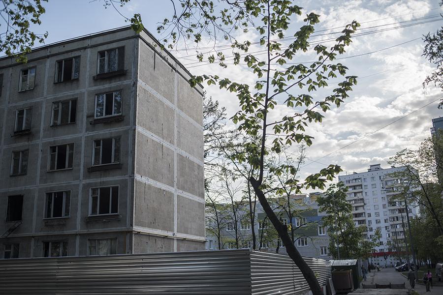 Выселенный аварийный пятиэтажный дом