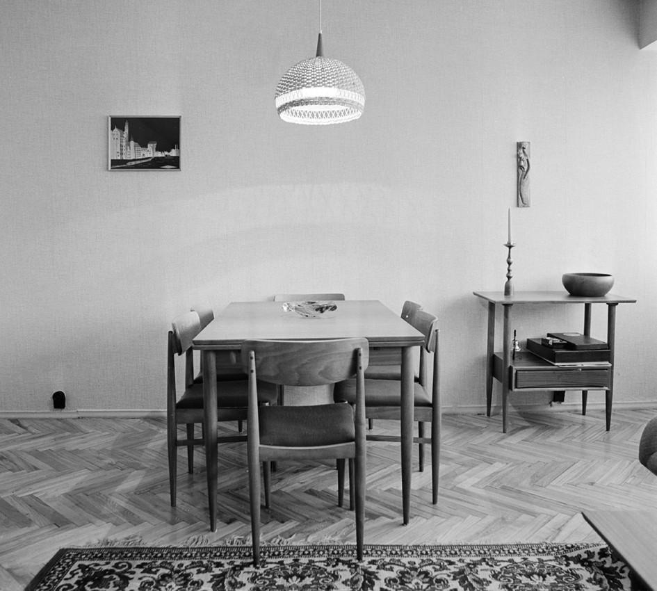 Возможная расстановка мебели в двухкомнатной квартире планировки архитектора 3-й мастерской «Моспроекта-I» Г. Я. Чалтыкьяна. 1969 год