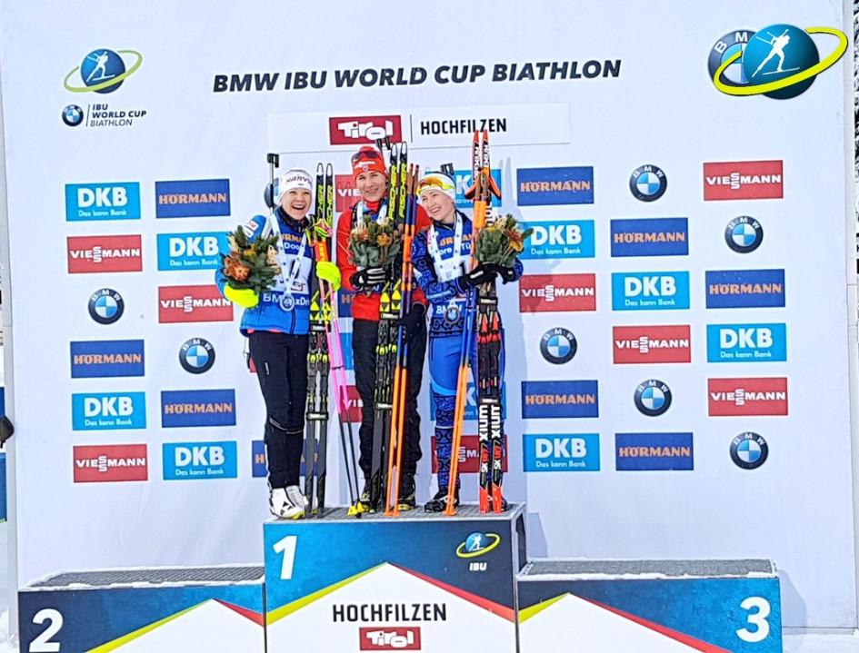 Призеры женской гонки преследования на этапе Кубка мира по биатлону в Хохфильцене Кайса Макарайнен, Анастасия Кузьмина и Дарья Домрачева (слева направо)