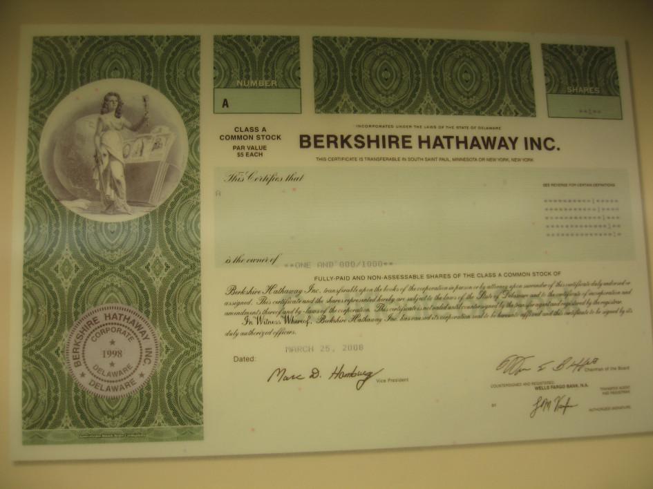 Акция Berkshire Hathaway Inc. класса А стоимостью более $300 тыс.