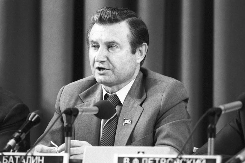 Заместитель премьер-министра СССР Юрий Баталин возглавлял команду, которая готовила проект кооперативного движения