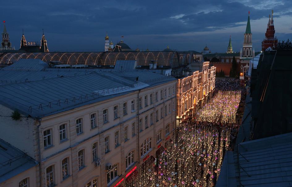 Москва. Вид на Никольскую улицу