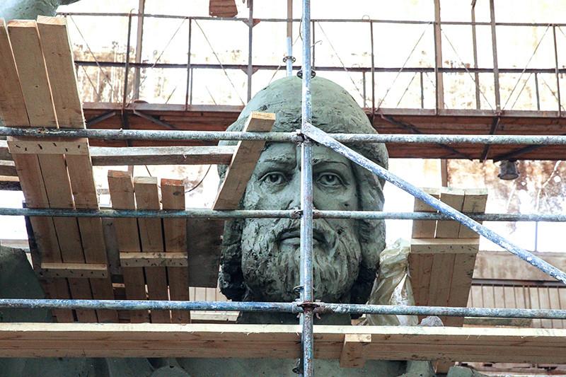 12-метровая полноразмерная модель памятника святому князю Владимиру, который планируется установить на смотровой площадке на Воробьевых горах