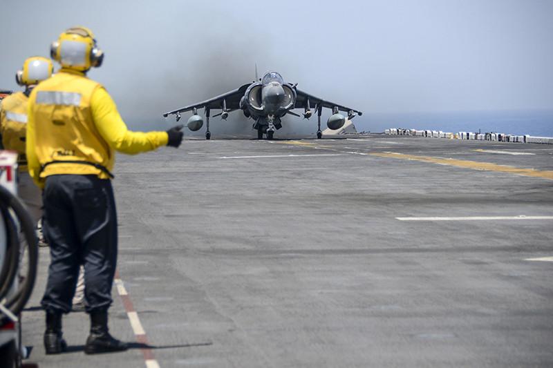 Американский самолет AV-8B Harrier II, участвующий воперации «Непоколебимая решимость». Персидский залив, 2016 год