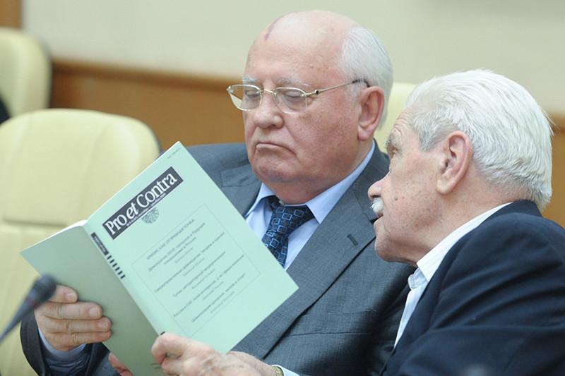Первый президент СССР Михаил Горбачев и его экс-помощник Анатолий Черняев. Фото 2010 года