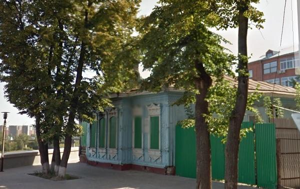 Здание на Семакова,1 утратило свой первоначальный облик на 65%. В 2010 году здесь произошел пожар.