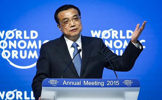 Премьер госсовета КНР Ли Кэцян выступает на форуме в Давосе
