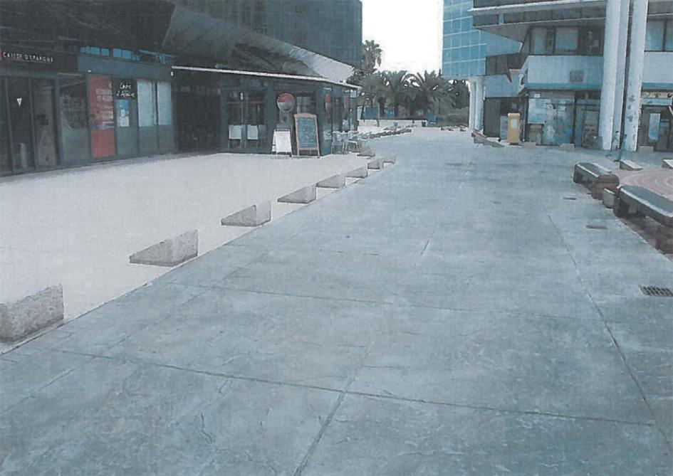 Использование малых архитектурных форм для разграничения пешеходных и транспортных потоков (рекомендуется использовать МАФ в контрастных тонах)