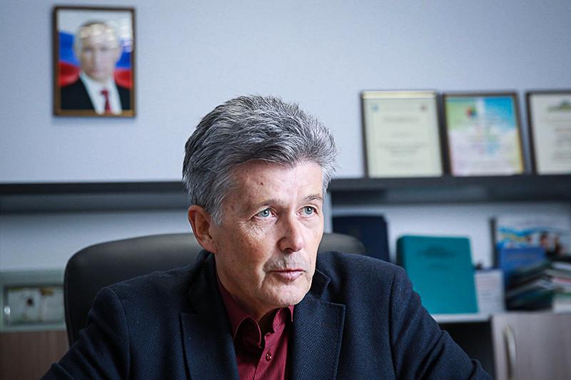 Глава ассоциации «Торговля Крыма» Сергей Макеев говорит, чтотурецкие овощи ифрукты составляли до20% вкрымских магазинах