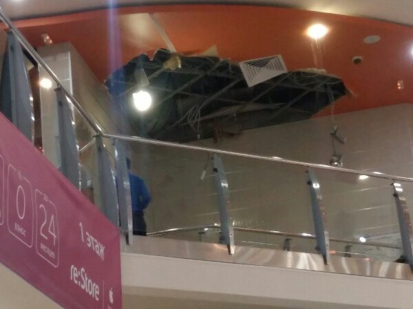 В ТЦ «Гудвин» не выдержал гипсокартонный потолок