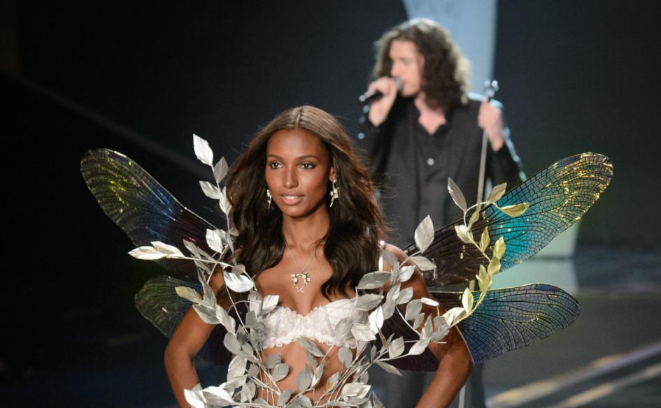 Американская топ-модель и «ангел» Victoria's Secret Жасмин Туксна показеVictoria's Secret Show 2014в Лондоне