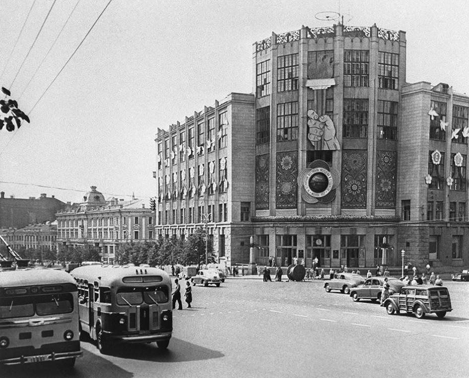 Здание Центрального телеграфа на улице Горького. 1957 год