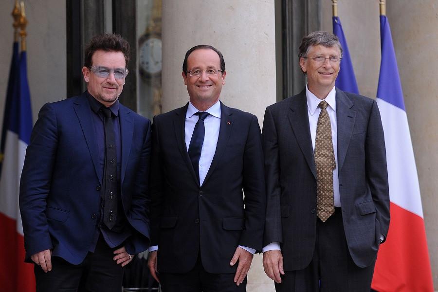 Боно, бывший президент Франции Франсуа Олланд и основатель Microsoft Билл Гейтс