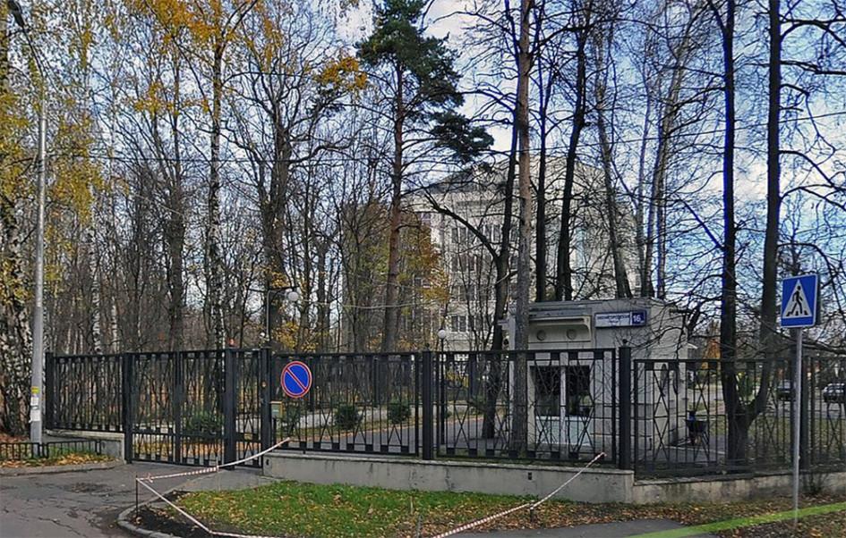 Пример такого дома: Звенигородская ул., 16, корп. 2 - дом расположен неподалеку от м. Кунцевская, внутри Звенигородского парка на закрытой территории. Открытое предложение квартиры на продажу в этом доме последний раз было 10 лет назад, и за все это время оно было единственным