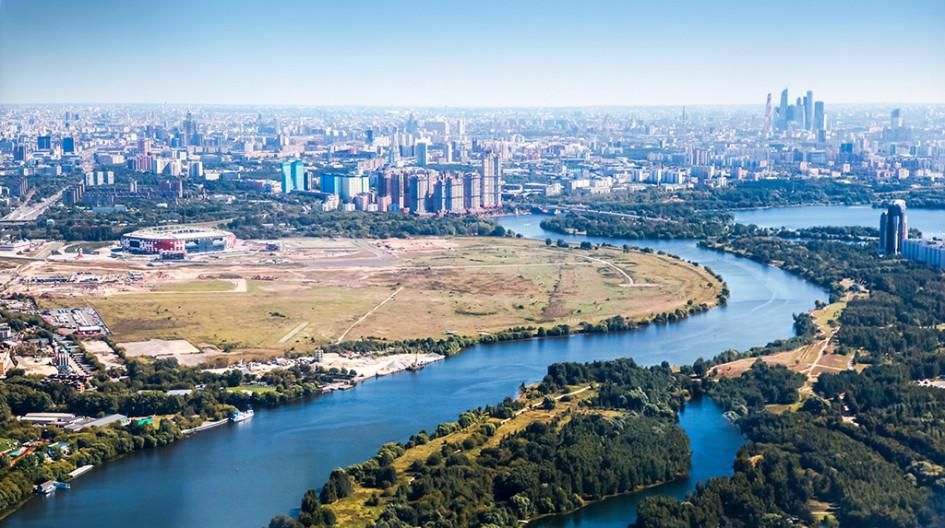 Вид натерриторию рядом состадионом «Открытие Арена» достроительства «Города нареке Тушино —2018»