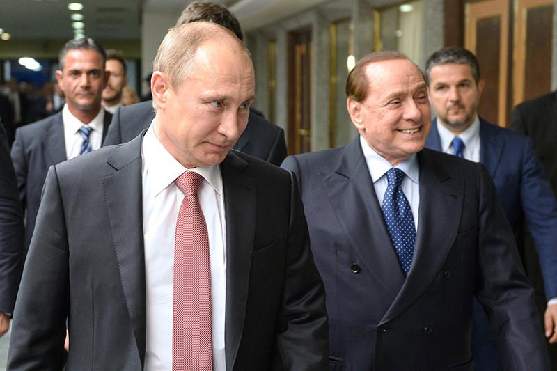 Президент РоссииВладимир Путин и бывший премьер-министр Италии Сильвио Берлускони (слева направо) во время встречи