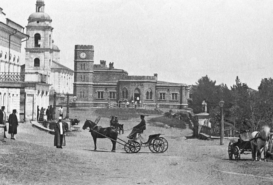Набережная вОренбурге: Казенная палата, Преображенский собор, главная гаупвахта. Конец XIX века