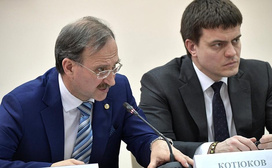 Директор Института ядерной физики (ИЯФ) СО РАН Павел Логачев (слева)
