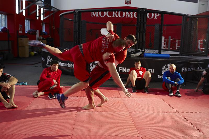 Тренировки бойцов московского клуба Fight Nights