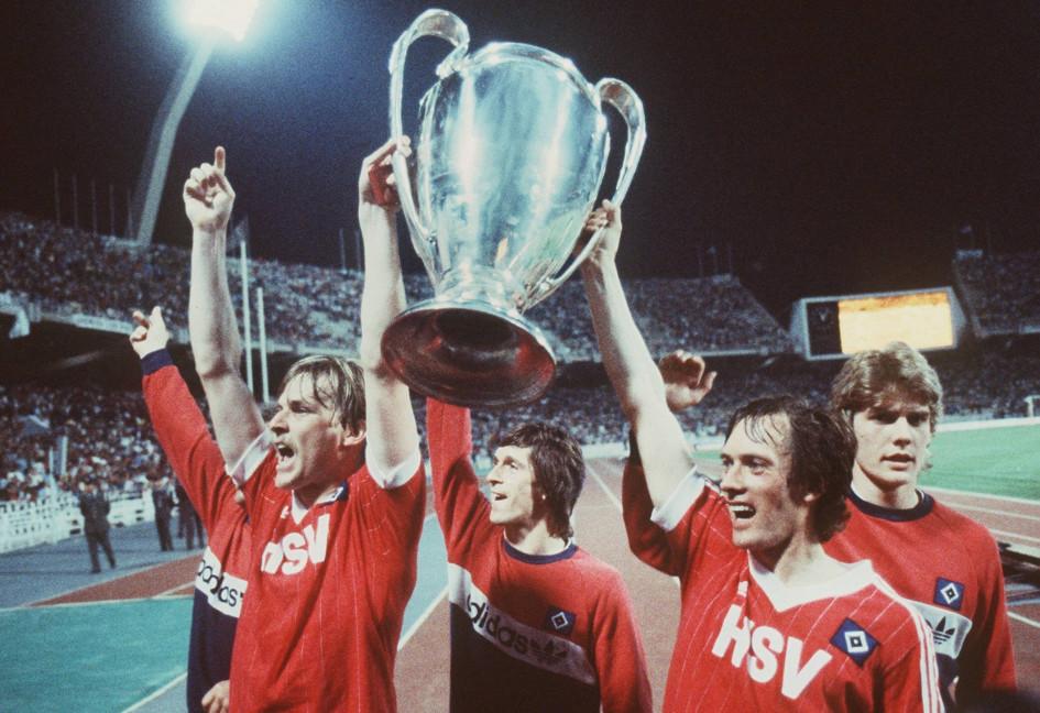 Футболисты «Гамбурга» с Кубком европейских чемпионов-1982/83