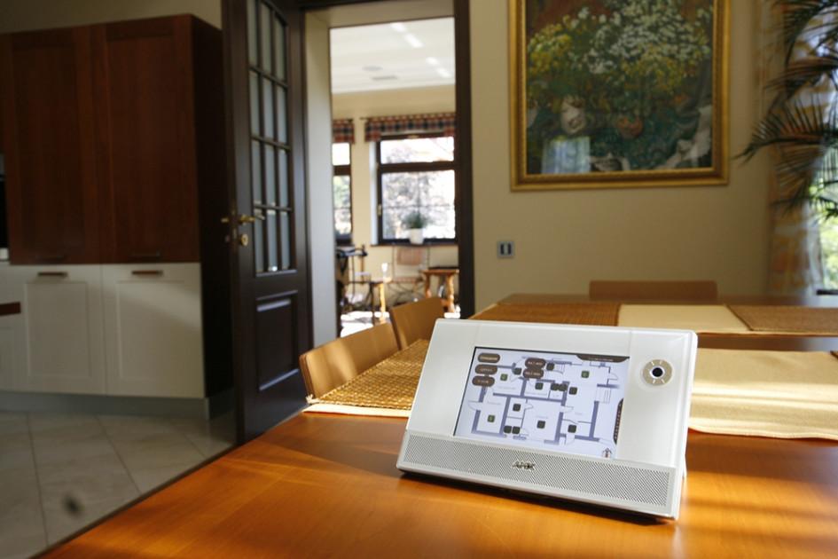 Управлять собственным домом сегодня можно из любой точки мира со смартфона или планшета