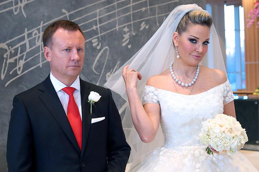 Мария Максакова и Денис Вороненковна приеме по случаю свадьбы. 2015 год
