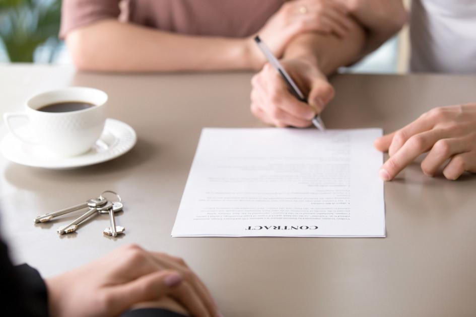 Комиссию традиционно платит арендодатель. Но есть нюансы