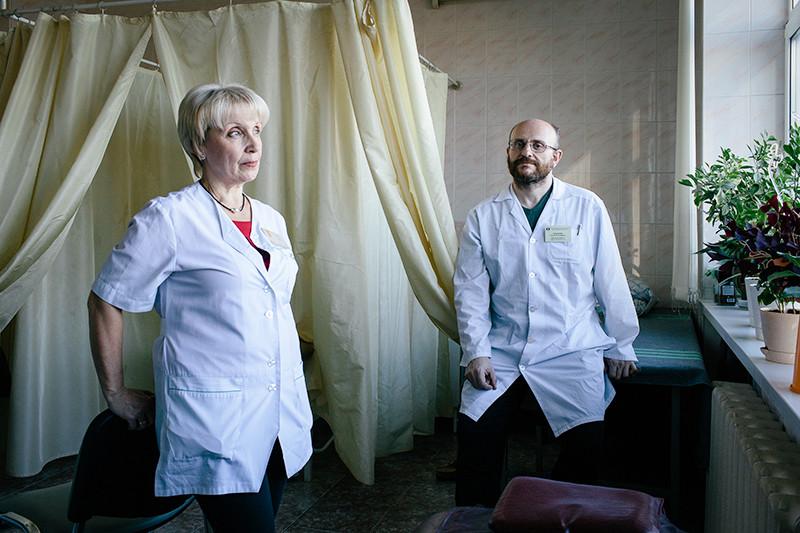 Эндокринолог горбольницы №11 Ольга Демичева и ее коллега, заведующий физиотерапевтическим отделением Семен Гальперин
