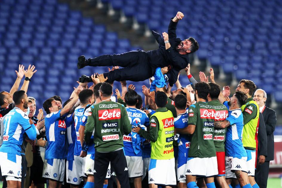 Футболисты «Наполи» качают главного тренера Дженнаро Гаттузо