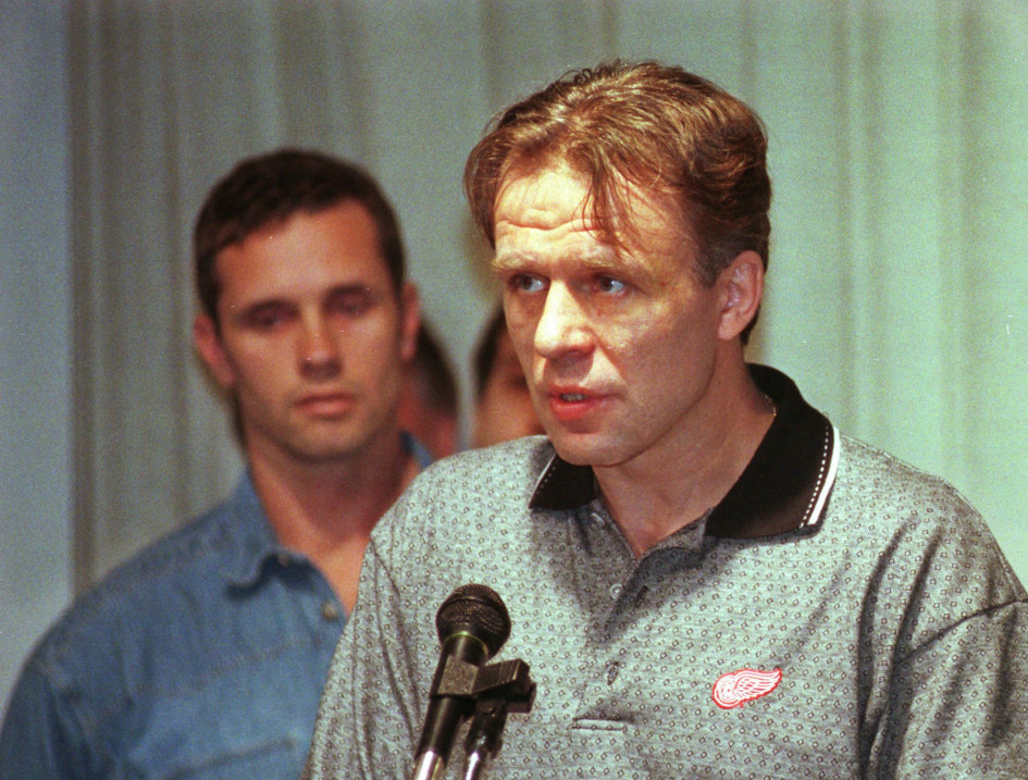18 июня 1997 года, Детройт. Вячеслав Фетисов выступает перед журналистами в госпитале