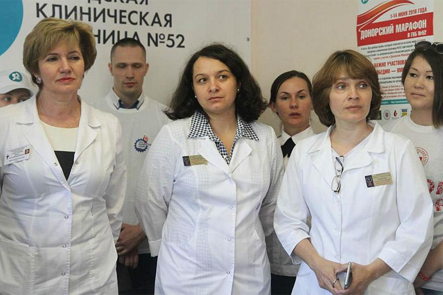 Елена Мисюрина (в центре)