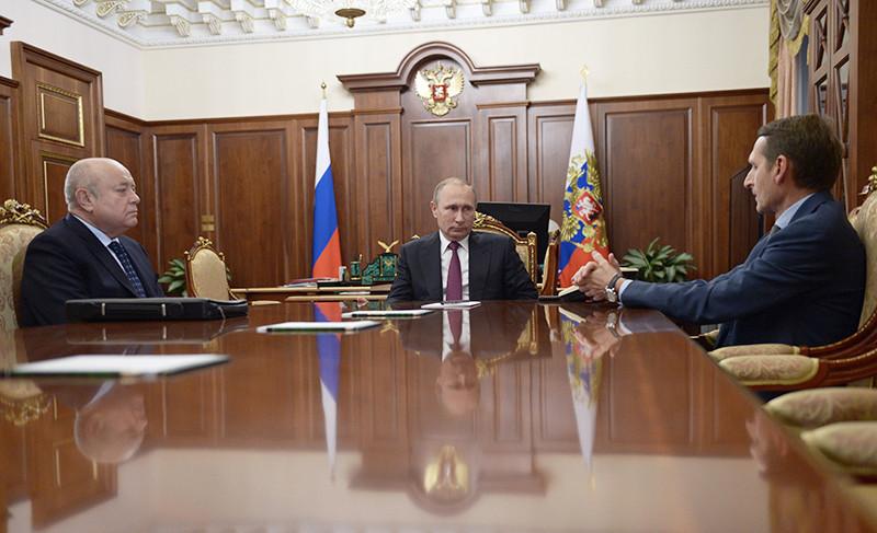 Михаил Фрадков, президент России Владимир Путин иСергей Нарышкин (слева направо)вовремя встречи вКремле