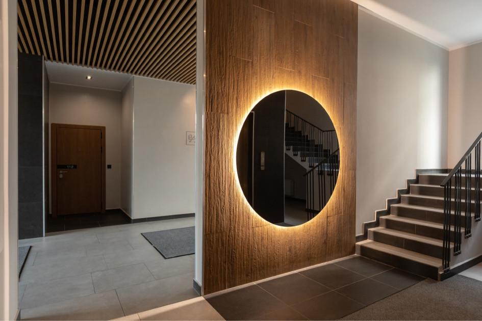 В современных домах подъезды превращаются в функциональные и красиво декорированные лобби