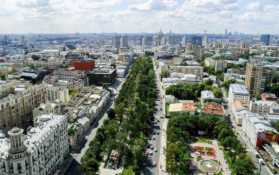 Вид на Тверской бульвар и Новопушкинский сквер