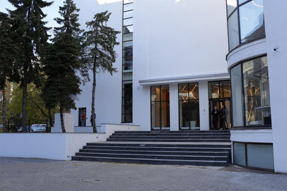 Здание клуба «Буревестник» после реставрации. Главный вход