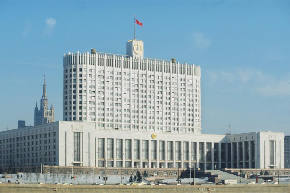 Здание Совета министров РСФСР на Краснопресненской набережной в 1981 году