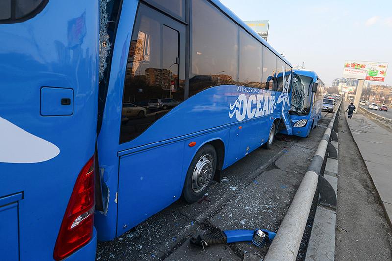 Место столкновения пяти автобусов, перевозивших детей извсероссийского центра «Океан» наэкскурсию