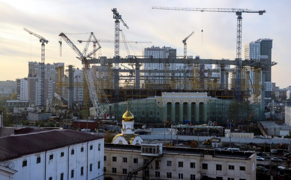 Храм, стадион и СИЗО в окружении жилых домов в Екатеринбурге
