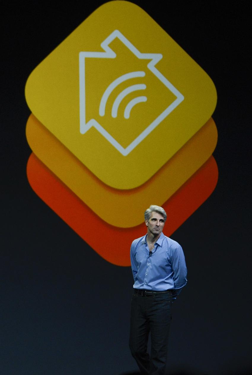 Крейг Федериги, вице-президент Apple по программному обеспечению Mac, представляет платформу HomeKit на конференции в Сан-Франциско